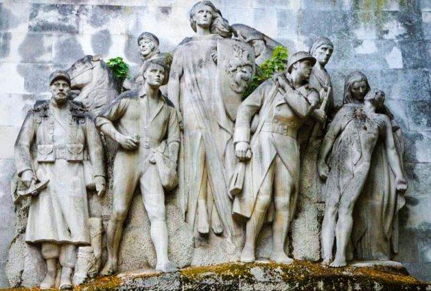divers/monument-aux-morts-place-du-trocadero.jpg