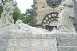 Les monuments aux morts en Auvergne